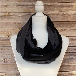 NWOT 2Chic Black & Gray Infinity Scarf with Pouch